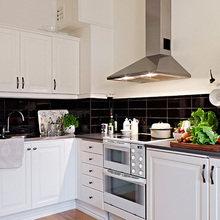 Фотография: Кухня и столовая в стиле Скандинавский, Малогабаритная квартира, Квартира, Швеция, Цвет в интерьере, Дома и квартиры, Белый, IKEA, Бежевый – фото на InMyRoom.ru