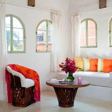 Фотография: Гостиная в стиле Восточный, Цвет в интерьере, Дома и квартиры, Городские места, Отель, Подушки, Мексика – фото на InMyRoom.ru