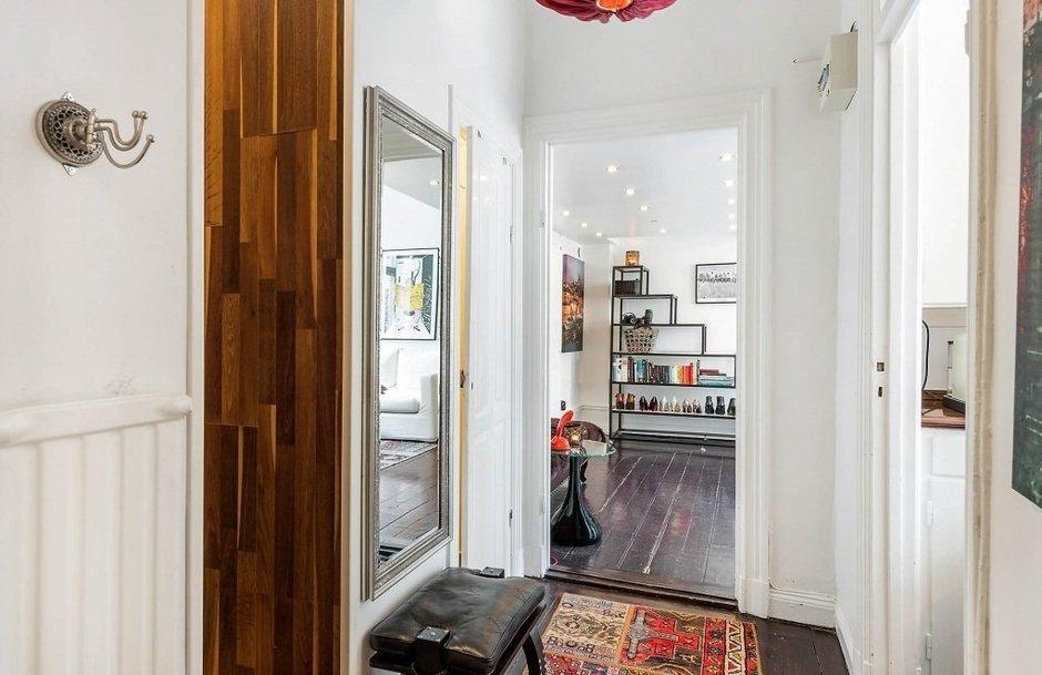 Фотография: Прихожая в стиле Скандинавский, Малогабаритная квартира, Квартира, Швеция, Дома и квартиры, Стена – фото на InMyRoom.ru