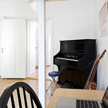 Фотография:  в стиле Скандинавский, Малогабаритная квартира, Квартира, Цвет в интерьере, Дома и квартиры, Белый, Стена, Пол – фото на InMyRoom.ru