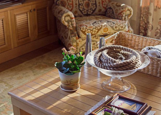 Фотография: Гостиная в стиле Прованс и Кантри, Декор интерьера, Квартира, Дома и квартиры, Илья Хомяков, Стена – фото на InMyRoom.ru
