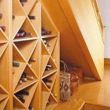 Фотография:  в стиле Современный, Гардеробная, Декор интерьера, Хранение, Декор дома, Лестница, Гардероб – фото на InMyRoom.ru