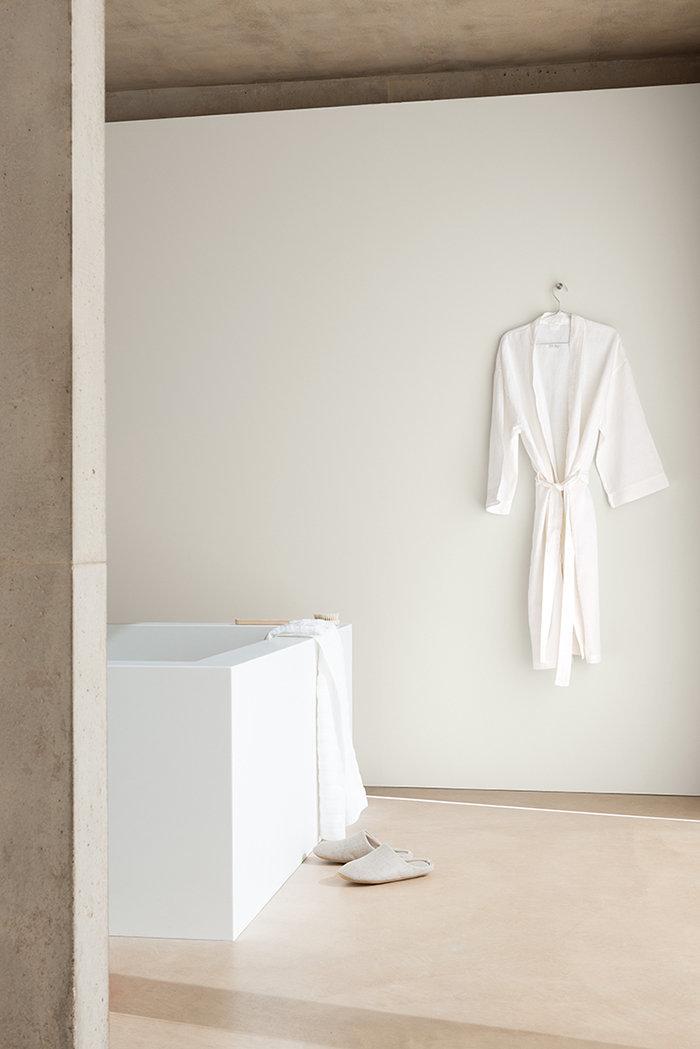 Фотография: Ванная в стиле , Декор интерьера, Дизайн интерьера, Цвет в интерьере, Белый, Dulux, Краска – фото на InMyRoom.ru