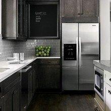 Фотография: Кухня и столовая в стиле Кантри, Классический, Дом, Цвет в интерьере, Дома и квартиры, Белый, Черный, Серый – фото на InMyRoom.ru