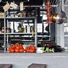 Фотография: Кухня и столовая в стиле Лофт, Эклектика, Дизайн интерьера, Стена, Библиотека, Будапешт – фото на InMyRoom.ru