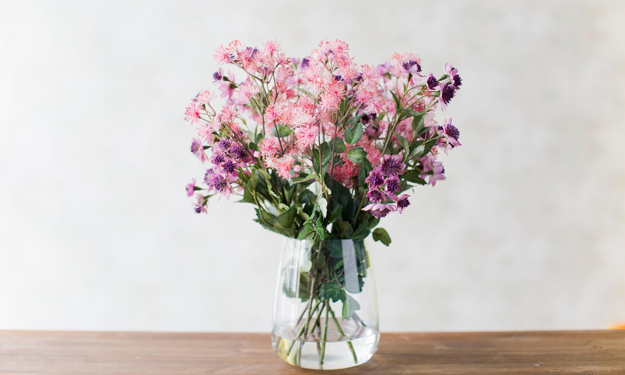 Купить Композиция из искусственных цветов - астранция и мединилла, inmyroom, Россия