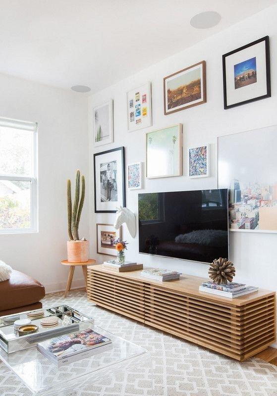 Фотография: Гостиная в стиле Скандинавский, Советы, уют дома, как создать уютную атмосферу, как разместить телевизор в комнате, ТВ в интерьере, Мегафон ТВ – фото на INMYROOM