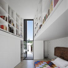 Фотография: Спальня в стиле Современный, Декор интерьера, Дом, Цвет в интерьере, Дома и квартиры, Белый, Архитектурные объекты – фото на InMyRoom.ru