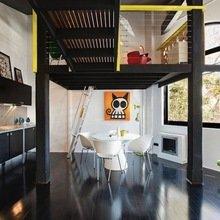Фотография: Кухня и столовая в стиле Лофт, Квартира, Австралия, Цвет в интерьере, Дома и квартиры, Черный, Картины – фото на InMyRoom.ru