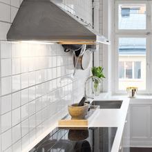 Фотография: Кухня и столовая в стиле Скандинавский, Малогабаритная квартира, Квартира, Цвет в интерьере, Дома и квартиры, Белый – фото на InMyRoom.ru