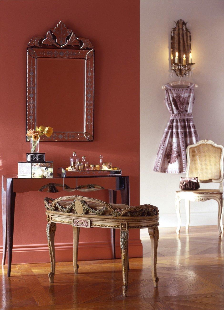 Фотография: Мебель и свет в стиле Прованс и Кантри, Декор интерьера, Дизайн интерьера, Цвет в интерьере, Красный – фото на InMyRoom.ru