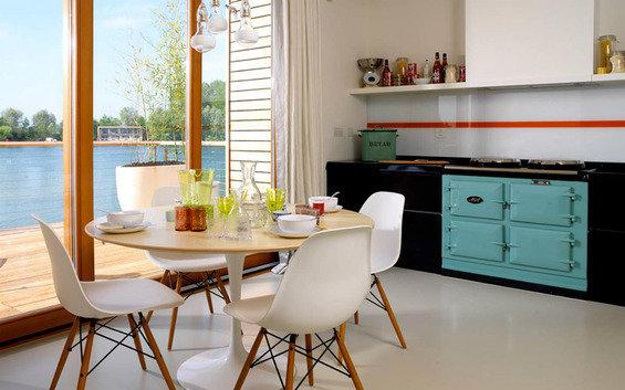 Фотография: Кухня и столовая в стиле Скандинавский, Индустрия, Люди – фото на InMyRoom.ru