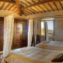 Фотография: Спальня в стиле Кантри, Дома и квартиры, Городские места, Замок – фото на InMyRoom.ru