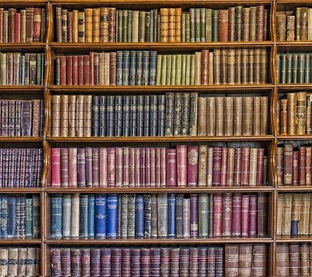 Фотография: Прочее в стиле , Декор интерьера, Дизайн интерьера, Цвет в интерьере, Книги – фото на InMyRoom.ru