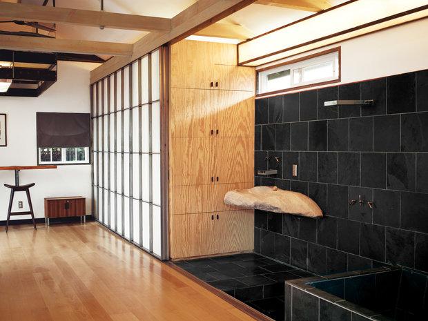 Фотография: Ванная в стиле Современный, Малогабаритная квартира, Квартира, Дома и квартиры, Советы, Мебель-трансформер – фото на InMyRoom.ru