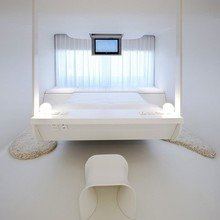 Фотография: Спальня в стиле Хай-тек, Дома и квартиры, Городские места – фото на InMyRoom.ru