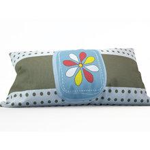 Декоративная подушка: Цветные лепестки