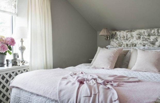 Фотография: Спальня в стиле Прованс и Кантри, Классический, Скандинавский, Декор интерьера, Квартира, Черный, Бежевый, Серый, Розовый, бледно-розовый цвет в интерьере, модная палитра в интерьере – фото на InMyRoom.ru