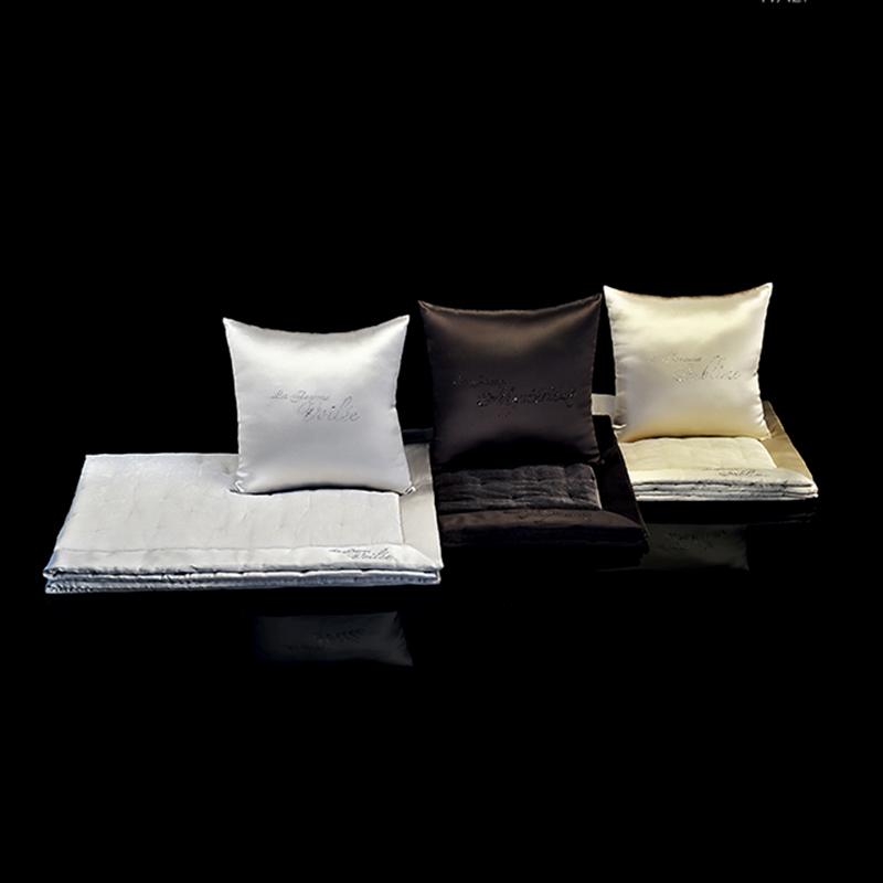 Подушка Beby Group Passion декорирована прозрачными кристаллами Swarovski