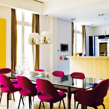 Фотография: Кухня и столовая в стиле Эклектика, Декор интерьера, Дизайн интерьера, Цвет в интерьере, Черный, Желтый, Синий, Серый – фото на InMyRoom.ru