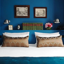 Фотография: Спальня в стиле Минимализм, Франция, Дома и квартиры, Городские места, Париж – фото на InMyRoom.ru
