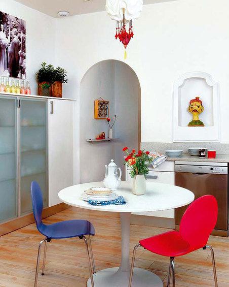 Фотография: Кухня и столовая в стиле Скандинавский, Эклектика, Декор интерьера, Квартира, Цвет в интерьере, Дома и квартиры, Стены – фото на InMyRoom.ru