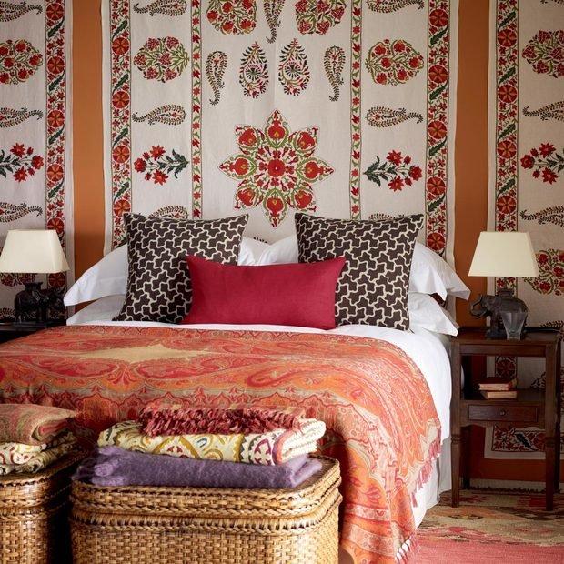 Фотография: Спальня в стиле Прованс и Кантри, Современный, Восточный, Декор интерьера, Декор дома, Ковер – фото на InMyRoom.ru