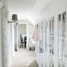 Фотография: Прихожая в стиле Кантри, Классический, Скандинавский, Декор интерьера, Квартира, Черный, Бежевый, Серый, Розовый, бледно-розовый цвет в интерьере, модная палитра в интерьере – фото на InMyRoom.ru