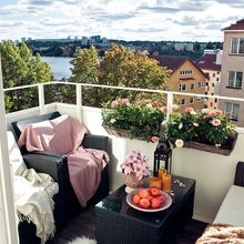 Фотография: Балкон, Терраса в стиле Современный, Скандинавский, Малогабаритная квартира, Квартира, Швеция, Цвет в интерьере, Дома и квартиры, Белый – фото на InMyRoom.ru