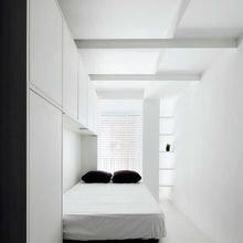 Фотография: Спальня в стиле Минимализм, Советы, Бежевый, Серый, Мебель-трансформер, кровать-трансформер, диван-кровать – фото на InMyRoom.ru