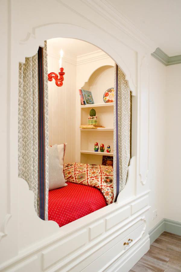 Фотография: Спальня в стиле Восточный, Хранение, Стиль жизни, Советы, Мансарда, Подоконник – фото на InMyRoom.ru