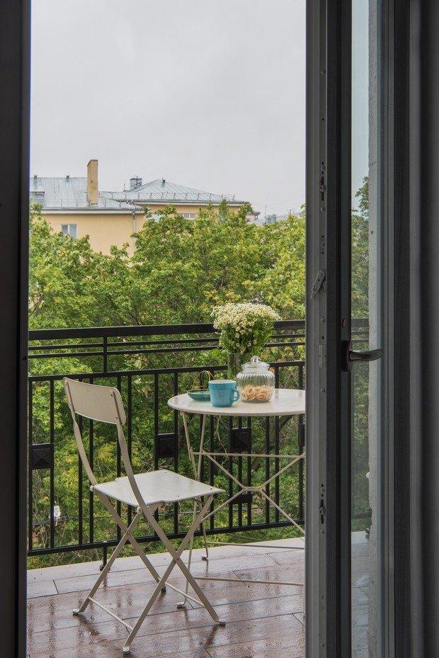 Из кухни можно выйти на французский балкончик, перила которого изготовили по эскизам дизайнера.