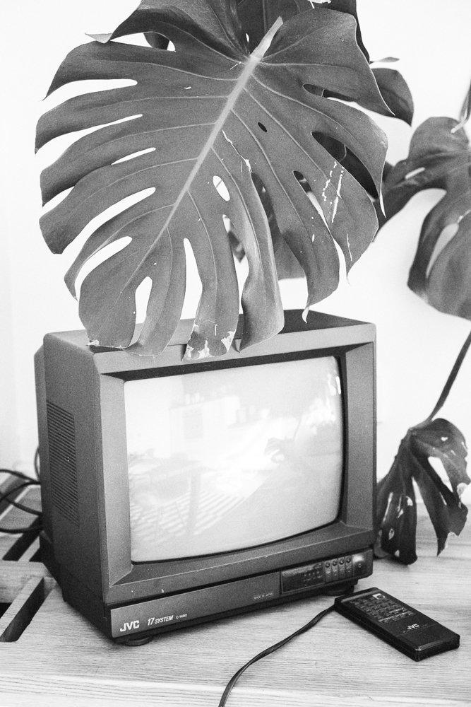 Фотография: Кухня и столовая в стиле Лофт, Минимализм, Скандинавский, Эклектика, Декор интерьера, Квартира, Декор, Мебель и свет, Проект недели, советское ретро в интерьере, эклектика в интерьере, скандинавские мотивы в интерьере, студия в скандинавском стиле, как оформить студию – фото на InMyRoom.ru