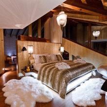 Фотография: Спальня в стиле Современный, Эклектика, Дом, Дома и квартиры, Большие окна, Шале – фото на InMyRoom.ru