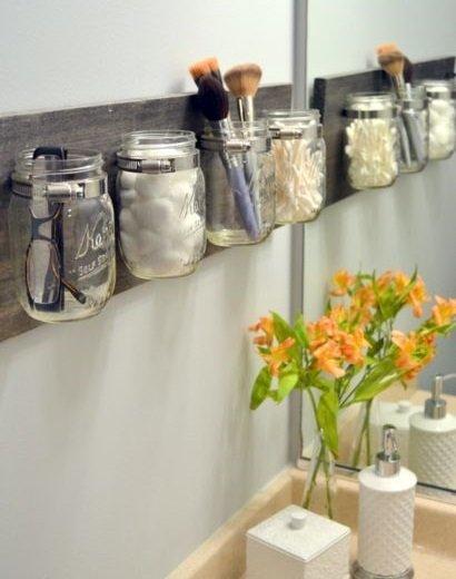 Фотография: Ванная в стиле Классический, Декор интерьера, DIY, Малогабаритная квартира, Квартира, Декор, Советы, хранение в прихожей, лайфхак, хранение в маленькой ванной, идеи хранения для санузла, маленький санузел – фото на InMyRoom.ru