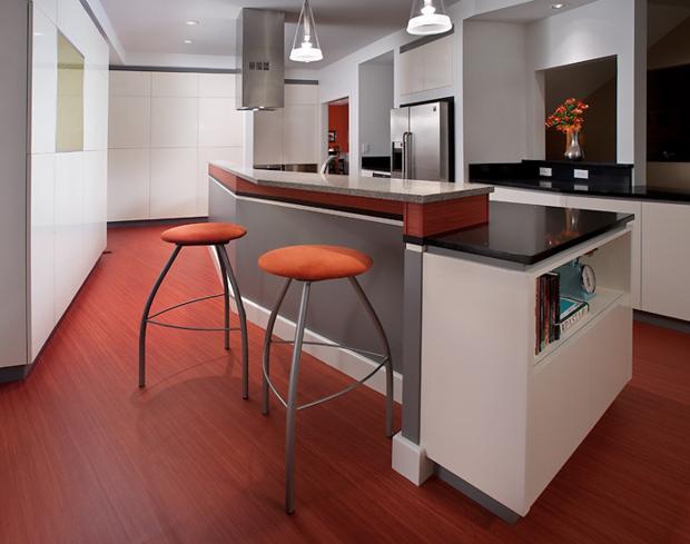 Фотография: Кухня и столовая в стиле Хай-тек, Интерьер комнат, Плитка – фото на InMyRoom.ru