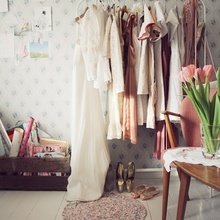 Фотография:  в стиле Кантри, Современный, Гардеробная, Малогабаритная квартира, Хранение, Интерьер комнат, Гардероб – фото на InMyRoom.ru