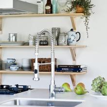 Фотография: Кухня и столовая в стиле Скандинавский, Флористика, Стиль жизни – фото на InMyRoom.ru
