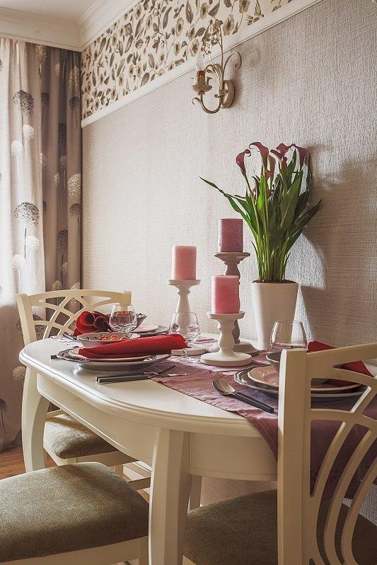 Фотография:  в стиле , Кухня и столовая, Прованс и Кантри, Эклектика, Белый, Прованс, Проект недели, Москва, Бежевый, Розовый, Кухонный фартук, Марина Саркисян, Eijffinger, интерьерный стиль прованс, прованс в интерьере, Donolux, мозаика на кухне, стиль прованс, кухня в стиле прованс, ARTE LAMP, как оформить интерьер кухни, Orac decor, интерьер кухни, кухня, керамическая плитка на кухне, Verona Mobili, Vives ceramica, мозаика на кухонном фартуке, дизайн кухни, дом серии II-67, кухня в доме серии II-67, брежневка, интерьер брежневки, кухня в брежневке – фото на InMyRoom.ru