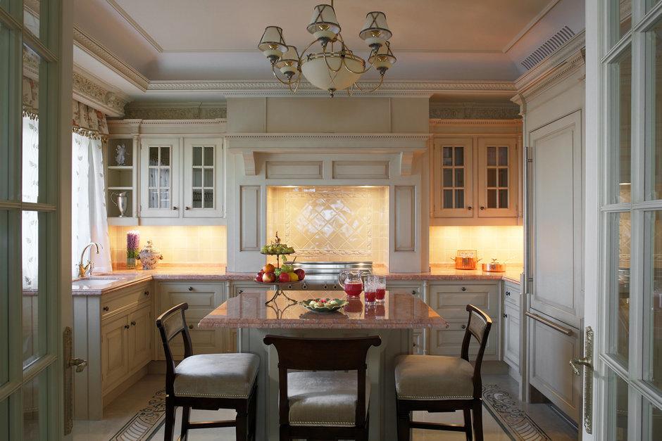 Фотография: Кухня и столовая в стиле Прованс и Кантри, Классический, Квартира, Дома и квартиры, Проект недели – фото на InMyRoom.ru