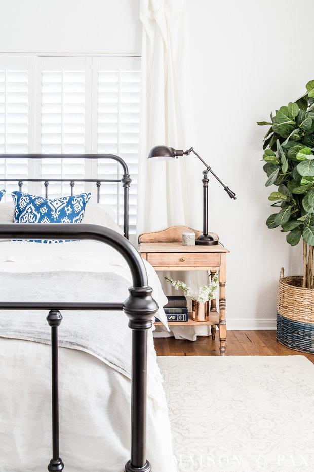 Фотография: Спальня в стиле Скандинавский, Декор интерьера, дерево в интерьере, тренды 2019 – фото на INMYROOM