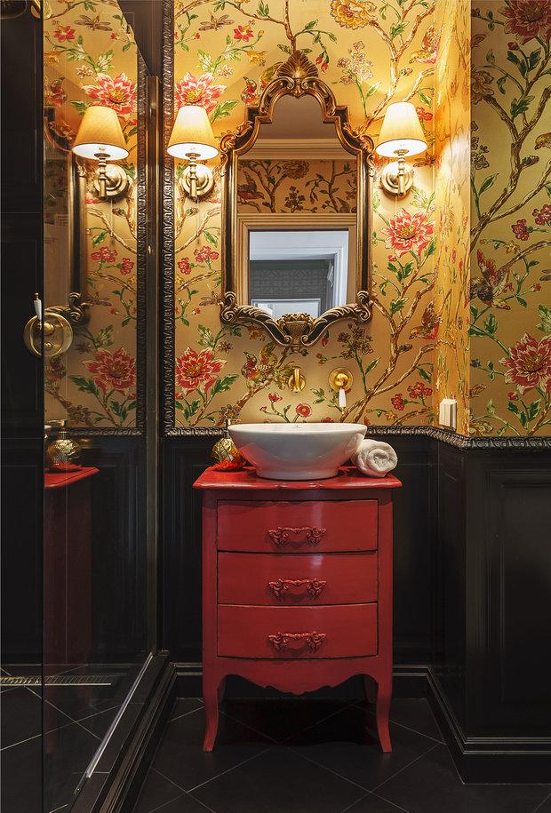 Фотография: Ванная в стиле Классический, Советы, как поклеить обои, как подобрать обои в интерьер, Ксения Мезенцева, обои в интерьере, обои в ванной – фото на INMYROOM