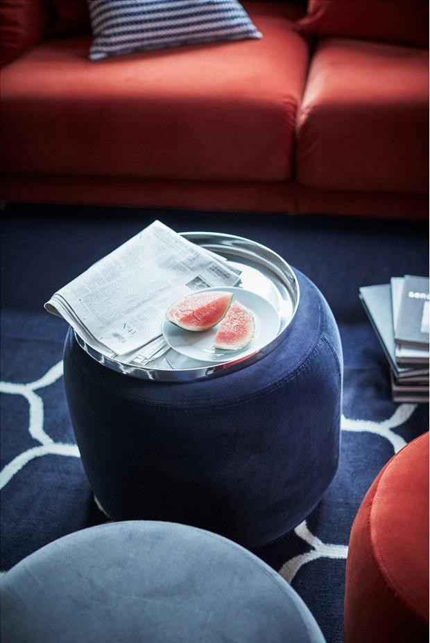 Фотография: Мебель и свет в стиле Современный, Советы, маленькая гостиная, малогабаритка, Закуски, Пришли гости, Коктейли – фото на INMYROOM