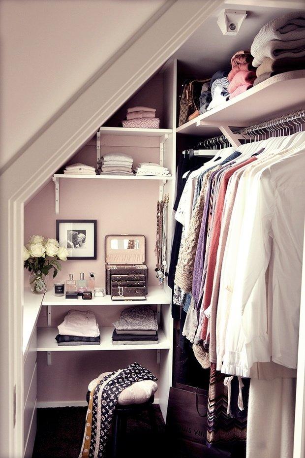 Фотография:  в стиле , Гардеробная, Малогабаритная квартира, Советы, Уютная квартира, как обустроить гардеробную, гардеробная в однушке, дизайн гардеробной, планировка гардеробной – фото на InMyRoom.ru