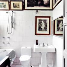 Фотография: Ванная в стиле Восточный, Декор интерьера, Декор, Советы, Обои, Ремонт на практике, керамическая плитка, грифельная краска, самоклеющаяся пленка, агломерат, пластиковые панели, стекловолокнистые обои, отделка стен в ванной – фото на InMyRoom.ru