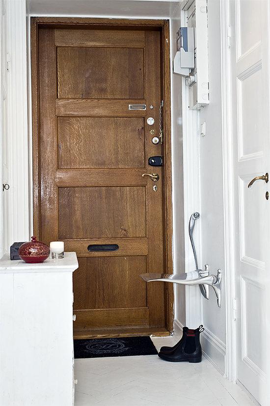Фотография: Прихожая в стиле Скандинавский, Гардеробная, Декор интерьера, Малогабаритная квартира, Квартира, Швеция, Хранение, Цвет в интерьере, Дома и квартиры, Белый – фото на InMyRoom.ru