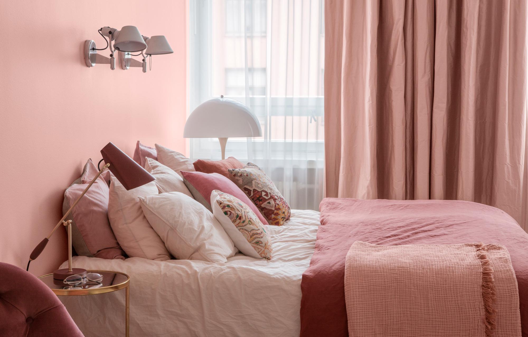 Розовый цвет в интерьере: яркие примеры и советы дизайнеров