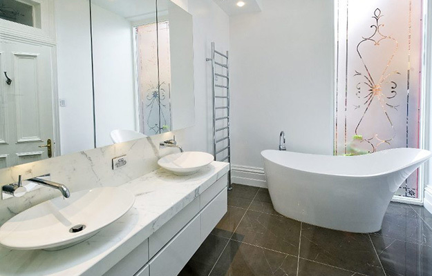 Краска для ванной комнаты: как правильно отделать стены в ванной