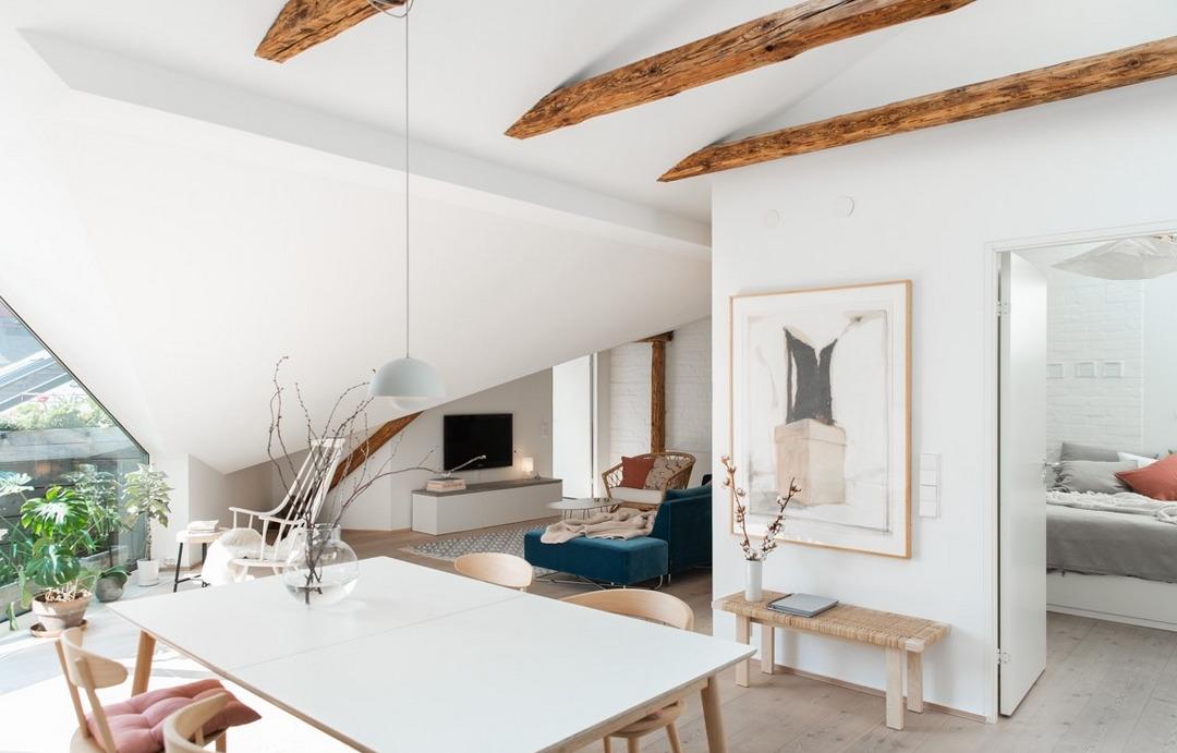 Уютная квартира под скатной крышей: пример из Швеции