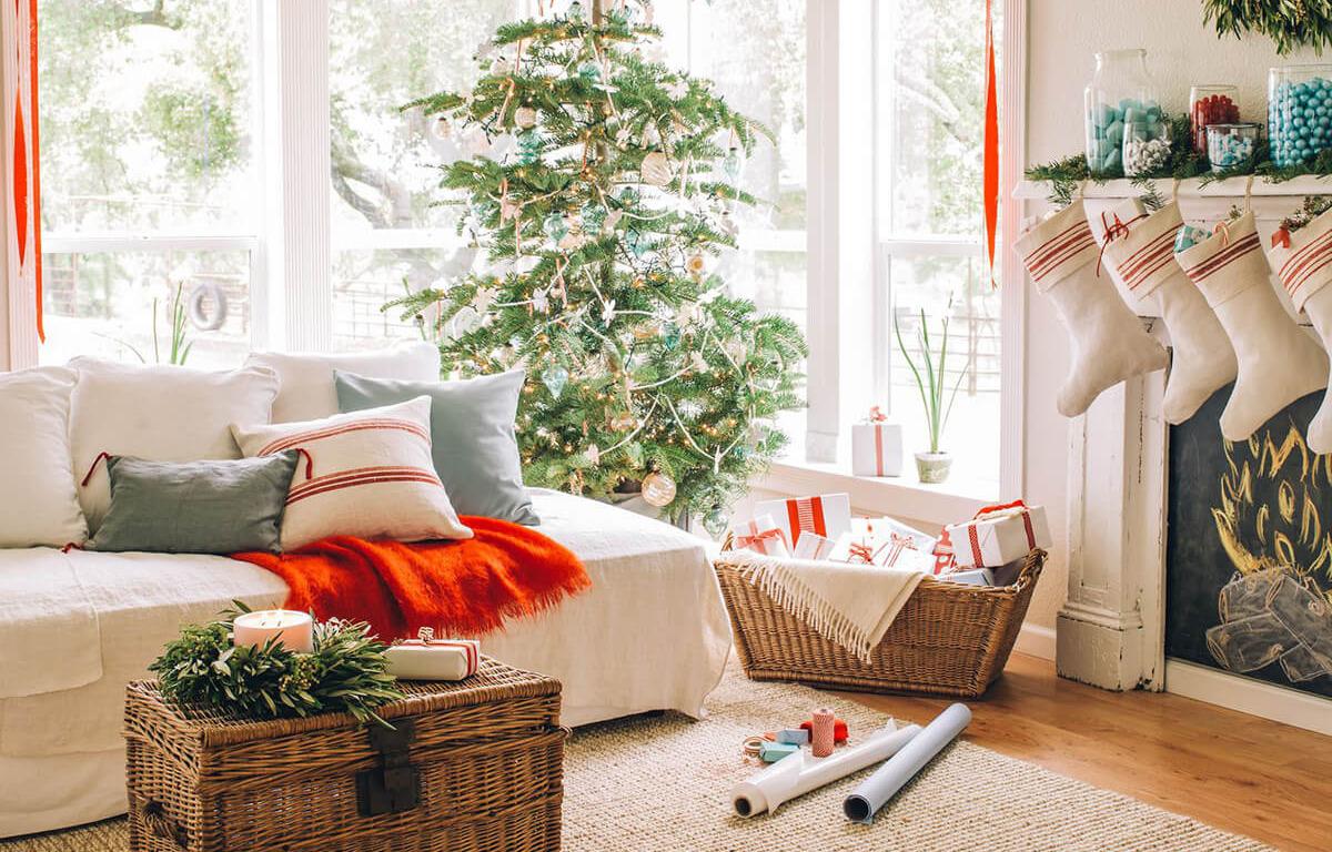 Как создать новогоднюю атмосферу: декорируем гостиную